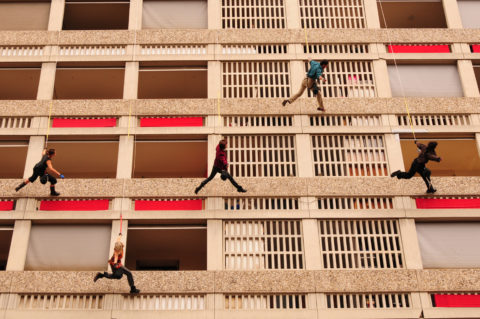 Spectacle « Lieu d'être » de la Compagnie Acte en 2010, dans la résidence Moncey, Lyon Part-Dieu. © Crédits Agence d'urbanisme de l'aire métropolitaine lyonnaise.
