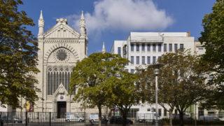 Bâtiment Le Dolet abritant l'école privée du Saint-Sacrement et des bureaux, Lyon Part-Dieu. © Crédits Agence d'architecture AFAA / Didier Boy-de-la-Tour.