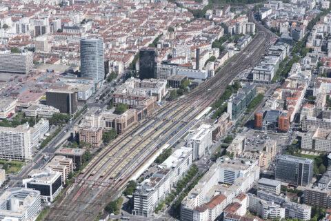 vue aérienne du pôle d'échanges multimodale de la Part-Dieu et de la gare Lyon Part-Dieu