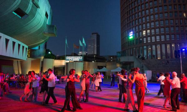 La Part-Dieu estivale, bal tango sur l'esplanade de l'Auditorium. © Crédits Laurence Danière.